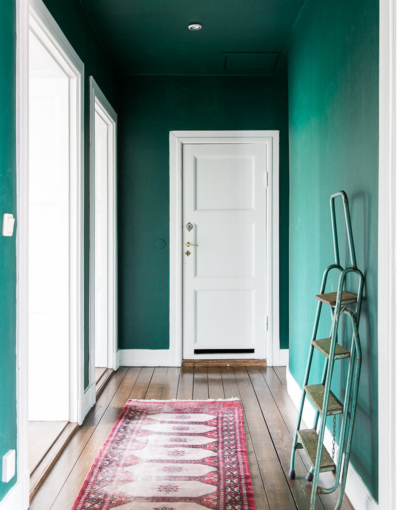 Peindre Son Couloir Via Des Murs Et Un Plafond Vert Emeraude
